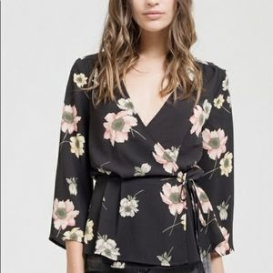🌻Sweet Wanderer Floral Wrap Top